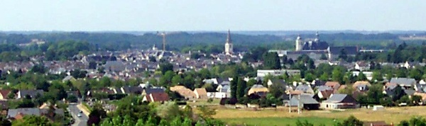 View of La Flèche from the suburb of Saint-Germain-du-Val. Photo by the author.