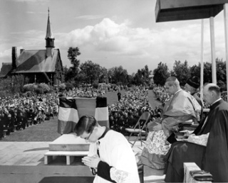 Celebrating a mass at Grand-Pré during the bicentennial of the Deportation, 1955, CEA