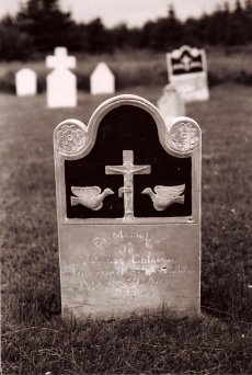 Sandstone grave marker for Thomas Chiasson who died in 1893, Saint-Joseph-du-Moine cemetery. (Photo D. Trask © S. Ross)