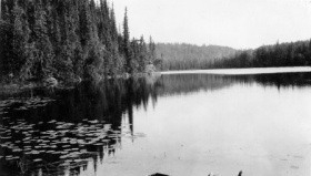 Lac Gull sur la rivière Churchill, 1920.  Saskatchewan Archives Board.