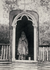 The first shrine dedicated to the Holy Virgin built by Brother Piquet (1887-1907), photo:  Provincial Archives of Alberta