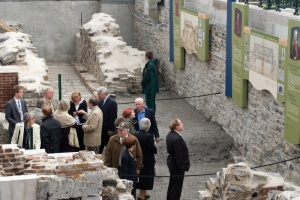 A group of dignitaries visiting the ruins of the Château Saint-Louis, 2008