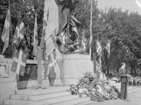Ceremony at the Dollard des Ormeaux Monument, Montreal, 1944, © BAnQ