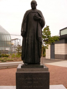 Statue of Brother Marie-Victorin at the entrance to the Garden