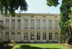 The neoclassical facade overlooking the garden of Hôtel Fleuriau, built by Aimé-Benjamin Fleuriau around 1780