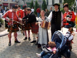 Breton and Scottish societies in front of the Morrin Centre during the Quebec Celtic Festival, 2007