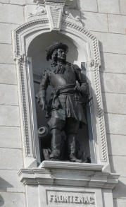 Statue of Frontenac on the façade