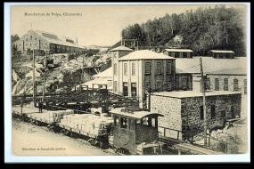 Pulp manufacturing in Chicoutimi. The building on the left is the pulp mill that later became a museum and now houses Arthur-Villeneuve's home. © BAnQ