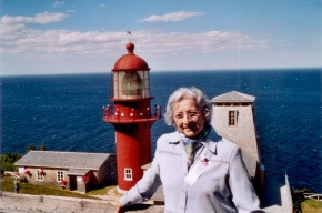 Régina Lisik-Nelson lived in Pointe-à-la-Renommée in the 1950s. She returned for the centennial of the Marconi station in 2004.