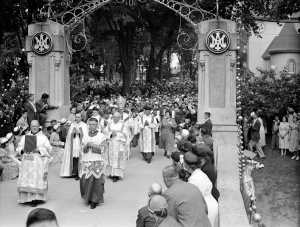 Processions on the Rosary Bridge at Our Lady of the Cape, August 1951