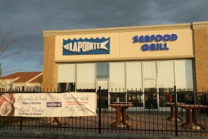 The future for bilingual signs in Orléans looks bright: an example at Lapointe Seafood Grill