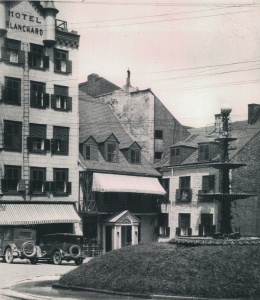 Hôtel Blanchard near the fountain in Place-Royale, circa 1925