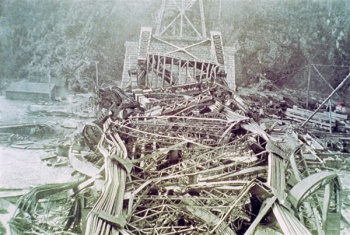 State of the bridge after the collapse of August 29, 1907