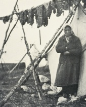 Drying of caribou meat, an essential food resource, © SEPAQ/ Parc national de la Gaspésie